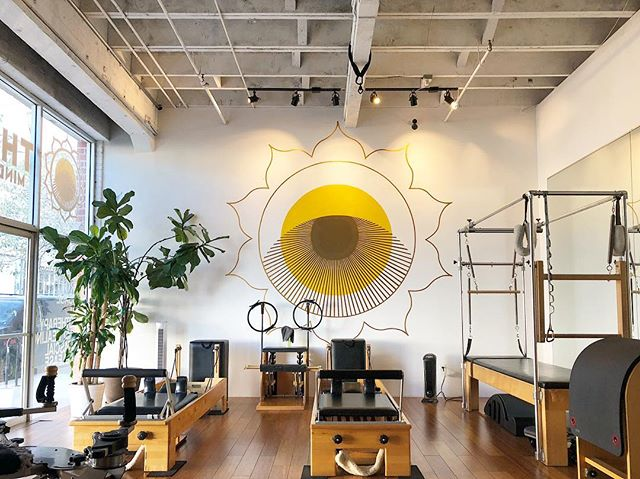 💛 BACK 💛 So excited to be back in this gorgeous studio after the holiday and fiesta madness! Wiggle your cute lil' butt over here and join me for Pilates Mat class so we can back into the groove together! 🙃 9am Monday/Wednesday/Friday 💛💋💪🏼