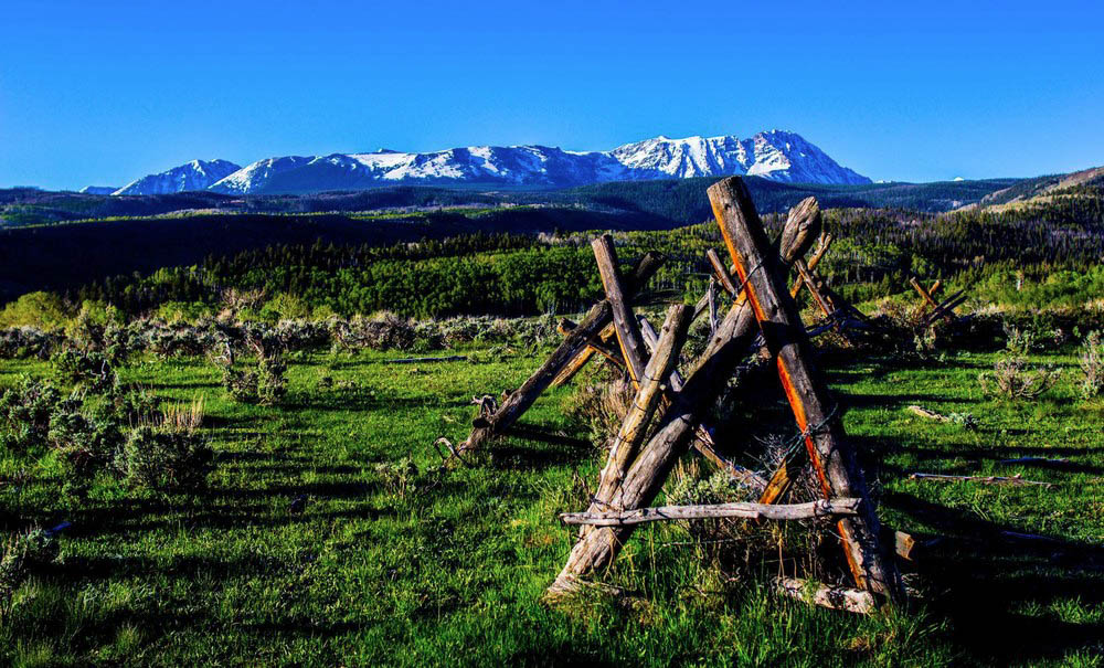 Rustic-Fence-at-Colorado-Private-Residential-Ranch-Shadow-Creek.jpg