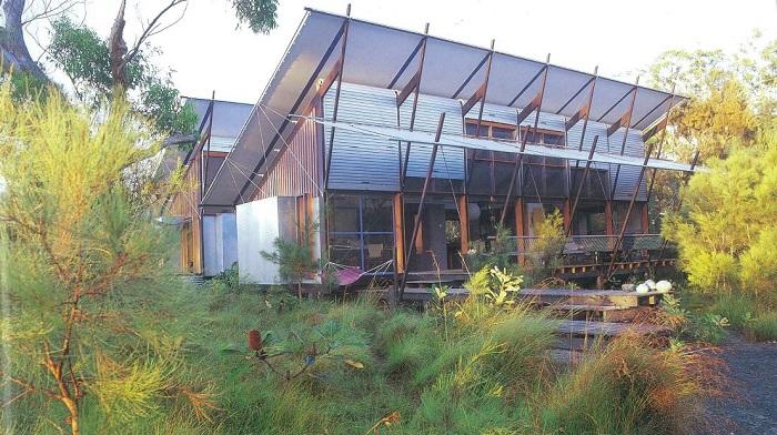 Lake Weyba House by Gabriel Poole