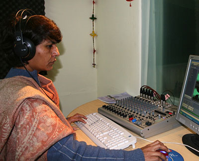 Nabeela Aslam, radio journalist and trainer at  Meri Awaz Suno , a women's radio program established by Internews.