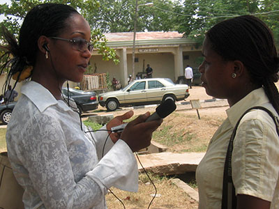 Uzomba Chinyere Joy interviews a student about voluntary counseling and testing. (credit: Gboyega Sotunde/Internews)
