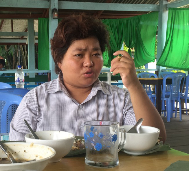 Seng Mai, Editor in Chief of the Myitkyina Journal, over lunch. (Credit: Jennifer Cobb/Internews)