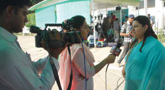 Pakistan journalist at work. (credit: UNESCO)