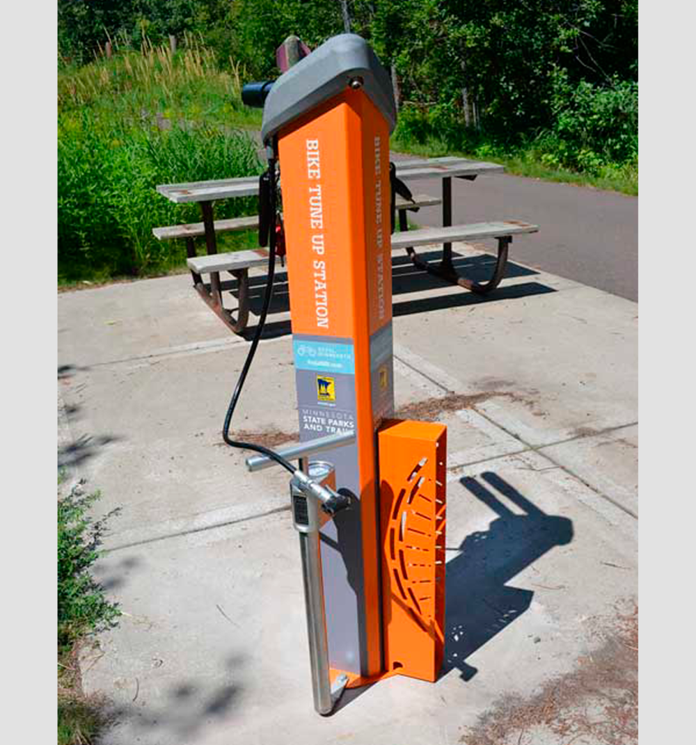 Huntco_Fixtation_Deluxe_Public_Workstand.png