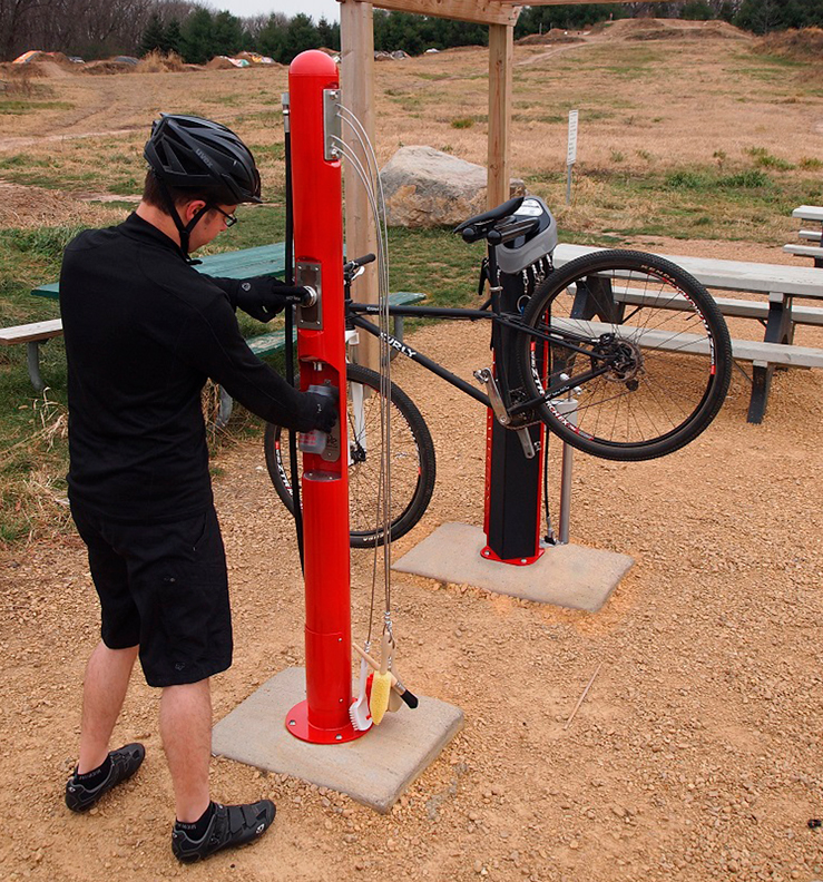 Huntco_Bike_Wash-Bottle_Fill_Station-in-use.png