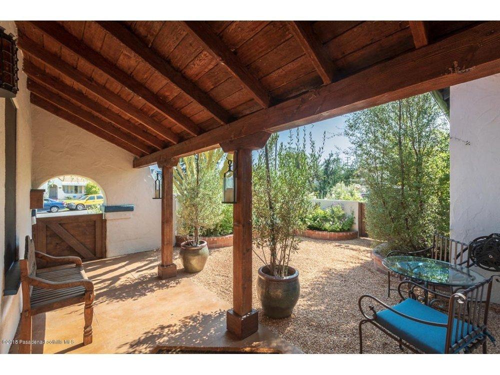 Splendid-Spanish-Oasis-650-Burchett-Street-Glendale-CA-91202-5.jpg