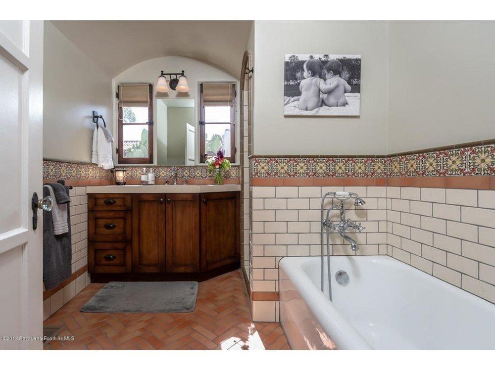 Splendid-Spanish-Oasis-650-Burchett-Street-Glendale-CA-91202-20.jpg