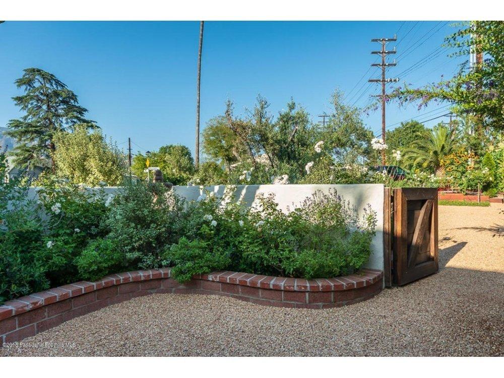 Splendid-Spanish-Oasis-650-Burchett-Street-Glendale-CA-91202-16.jpg