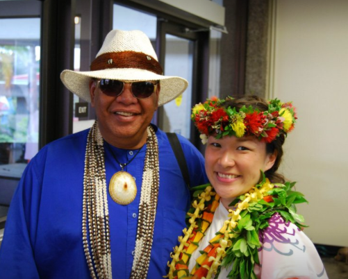 私の Kumu Lei Pūpū である ケレ・カナヘレ さん。 ニイハウ島の出身の心のあったかいアンクルです。