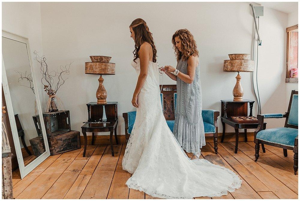 lindybeth photography - bravo wedding - blissful barn - blog-37.jpg