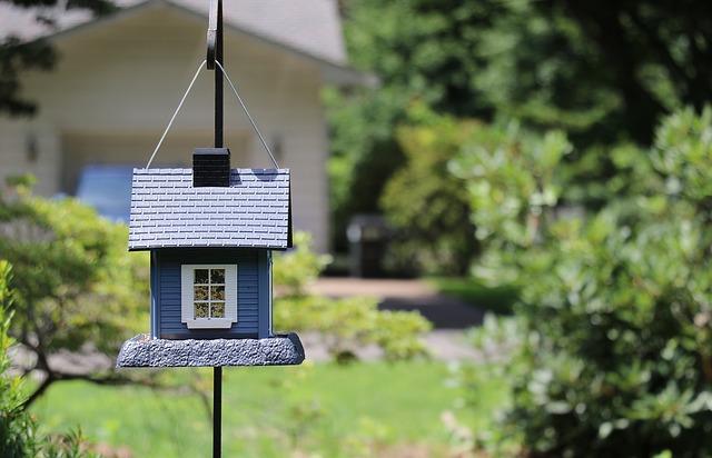 birdhouse-2216747_640.jpg