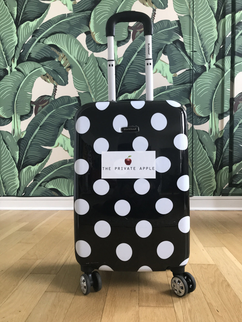 THE SUITCASE - The Suitcase is a selection of items curated by Nana & Paula with your style, size and needs in mind.We drop The Suitcase off and you have 48 hours to try the pieces on, then we will pick it up.
