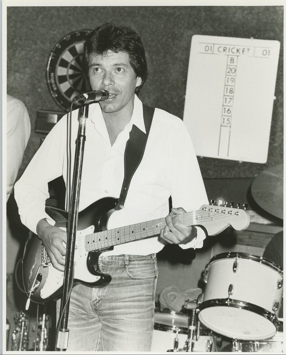 Don Luna performing electric guitar.jpg