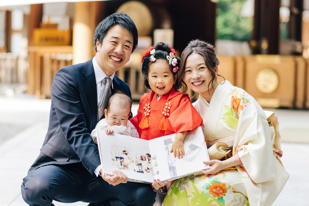 結婚式の時にはママのお腹の中にいた子が七五三を迎え、その記念の撮影を依頼されて元新郎新婦と再会。