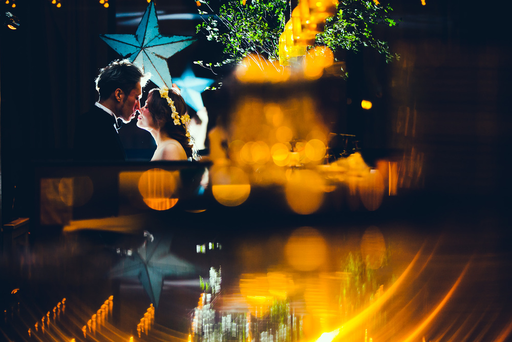 光を操ることのできるフォトグラファーだけが、あらゆる場面を二人にとって特別なシーンに仕上げることができる。