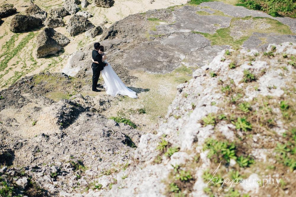 沖縄のビーチ隣接の岩場で撮影