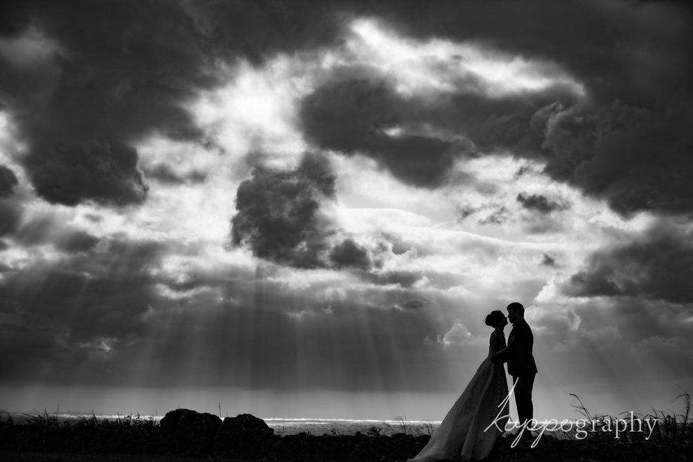 沖縄のロケーションフォト。太陽から降り注ぐ光