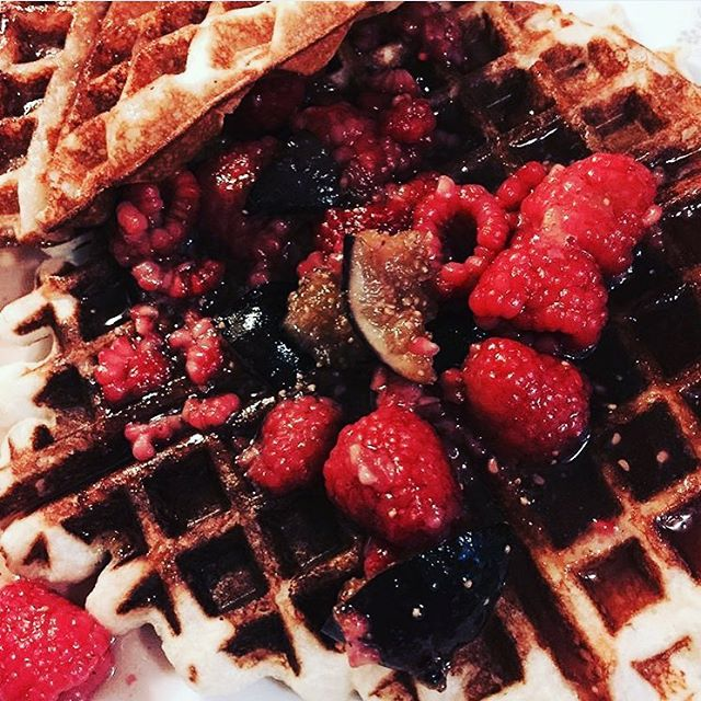 #regram 🍴 breakfast with @nordicfoodgeek waffles with cardamom, fig and maple syrup. #breakfast #waffle #goals #thisweeksbox #nomnom #saturday #morning