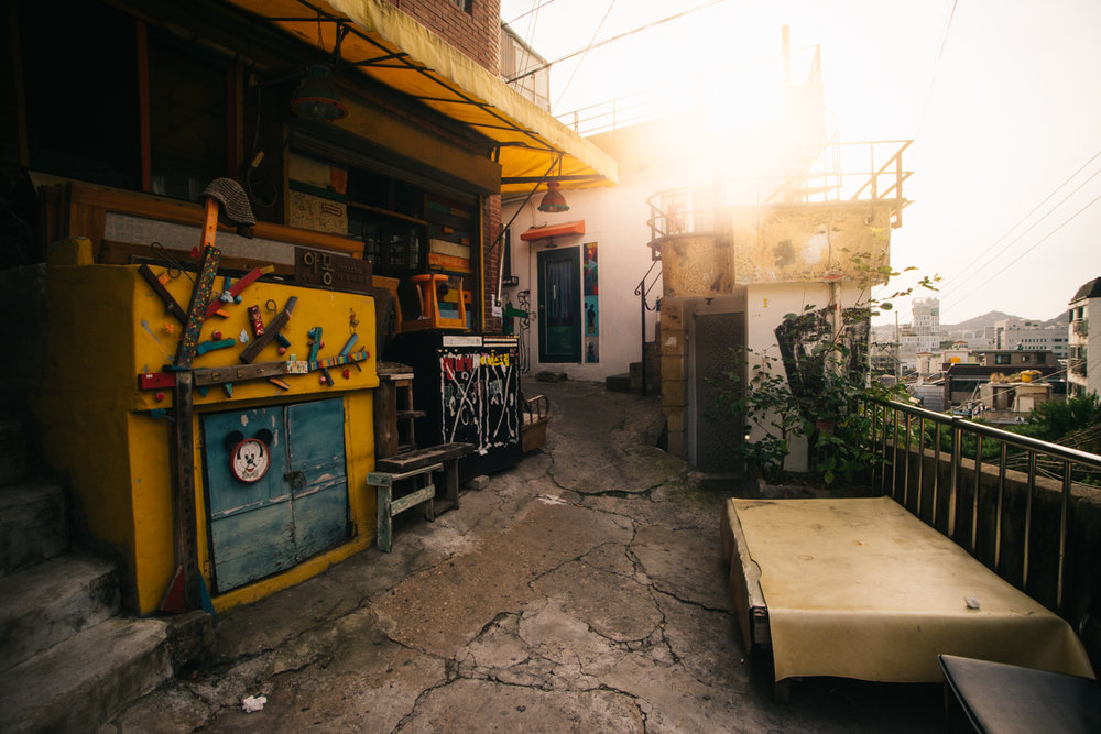 """Alley In the Sky (Coordinates:37°34'36.6""""N 127°00'26.8""""E) Click through for google maps location."""