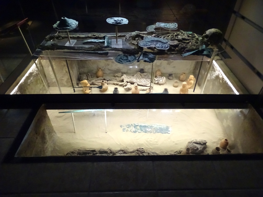 The use of the glass layers helps one get a 3-dimensional feel for how things were found in the excavated tombs.
