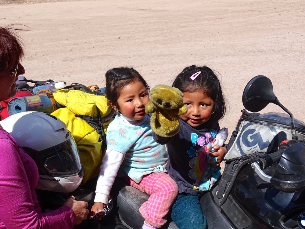 These two little girls spotted Jalene and her moto, and spent the next 20 minutes delighting in her and all the shiny stuff on and around the bike!  Senor Feliz, aka Mr. Happy, was a hit!
