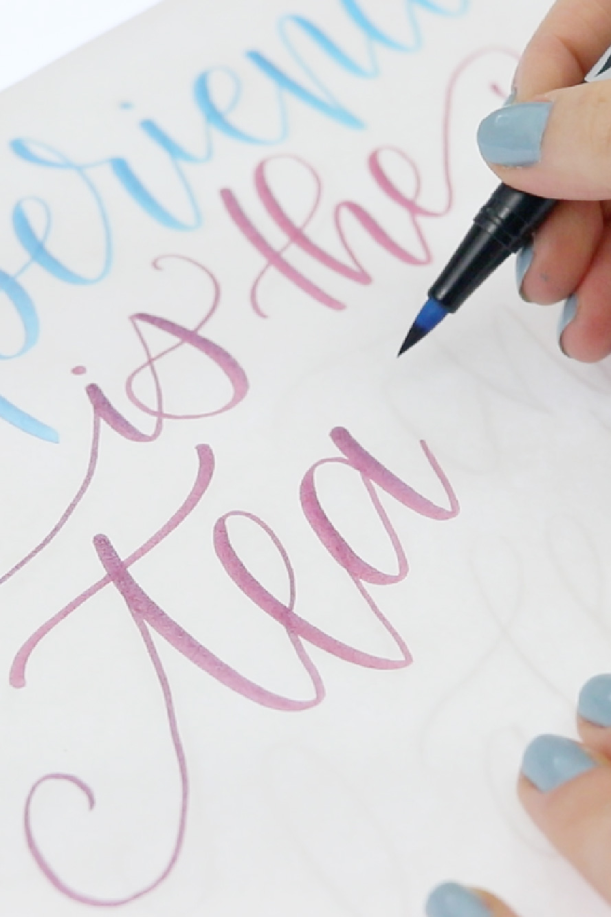 Want to learn lettering but don't know where to start? This beginner course has it all! #handlettering #brushlettering #lettering #learnlettering