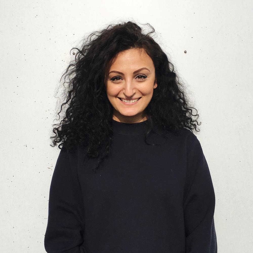 Mina Hesar, Kaos Pilot