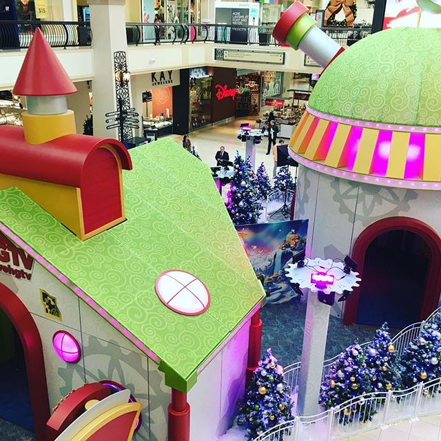 If you're lucky enough to have a #macerich mall nearby, check out the #hgtv #santahq2016 before the season ends! Lots of hard work by a lot of talented people (including us) went into making these a reality in 15 locations nationwide. #2point5 #id3 #pop2life
