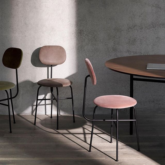 The beautifully minimal Afteroom Chair pays homage to functionalism and the Bauhaus school of art. A @menuworld bestseller since its launch in 2012, the chair is the work of @afteroom_studio , a young Stockholm studio founded by designers Hung-Ming Chen and Chen-Yen Wei. The duo takes the chair to a new level with Afteroom Chair Plus.  Like the original, the chair is deconstructed and stripped of unnecessary components, with the additional feature of a wider backrest and a luxurious upholstering of both seat and backrest. The result is a blissfully simple chair that embraces #minimalism and clean lines without compromising on comfort.  Discover #menu designs at #spaziomateriae #napoli  #upholsteredchair #menuafteroom #scandinaviandesign #leatherchair #velvetchair