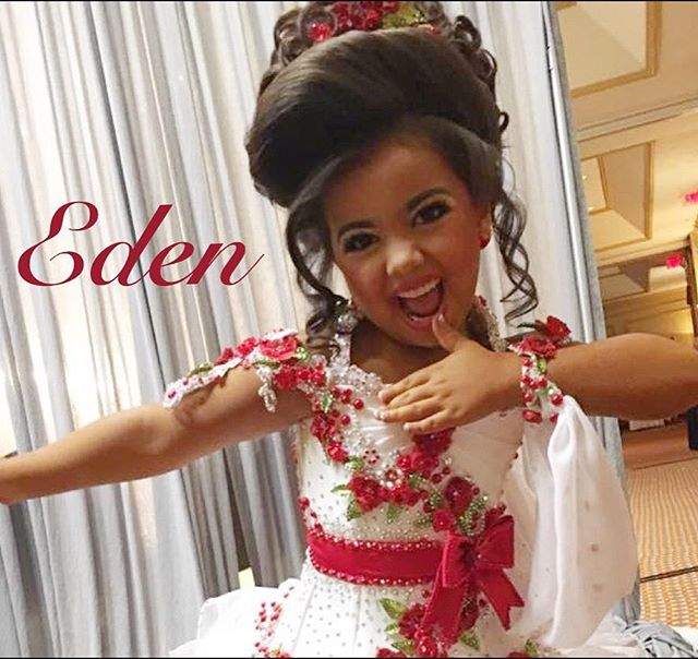 Eden is ready to hit the stage and rock it out with her Unity Smile~! #pageantflipper #pageantsmile #unitysmile #pageantgirl #shareyoursmile