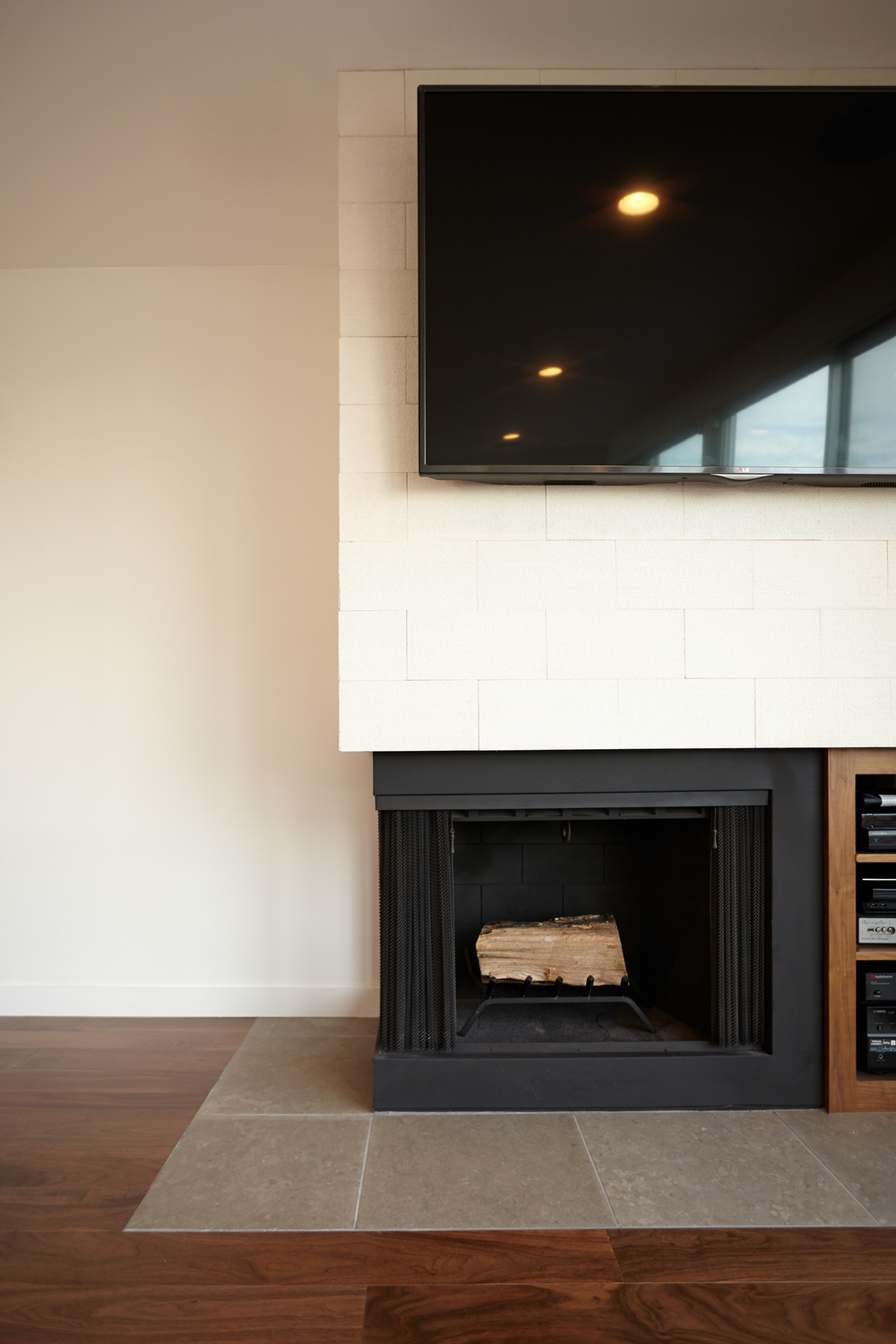 410-Marine-Fireplace.png