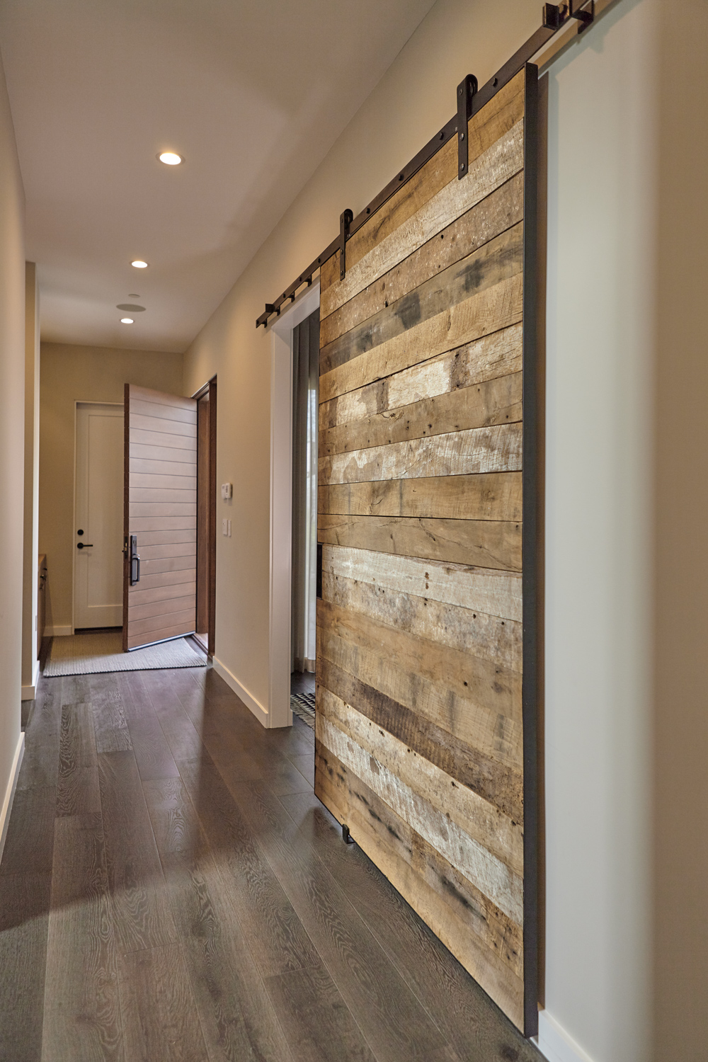 Ilona-House-02-Hallway-Barn-Door-1000x1500.jpg