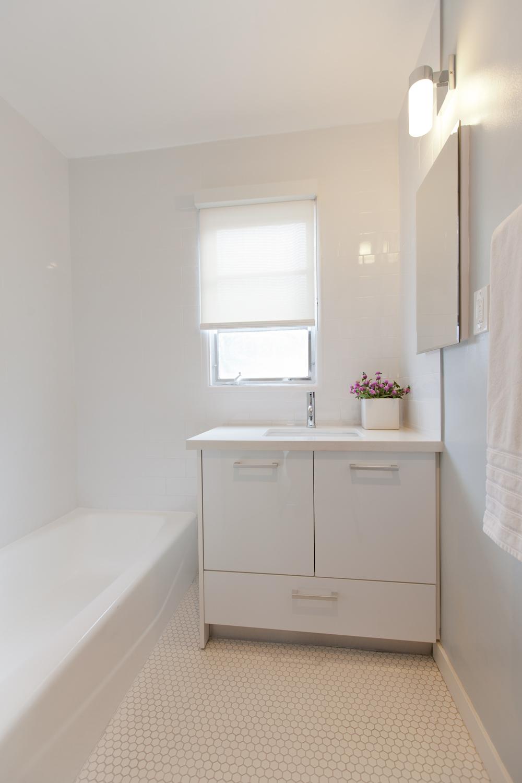 bev-glen-Bathroom1-1000x1500.png