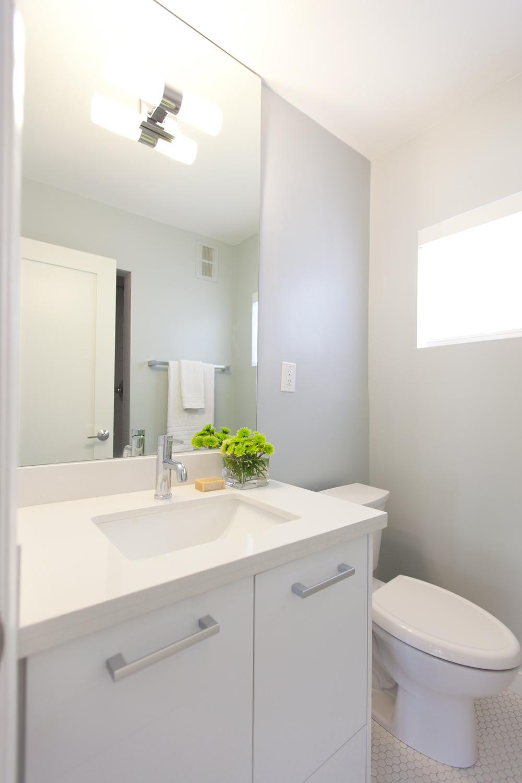 bev-glen-Bathroom2-1000x1500.png