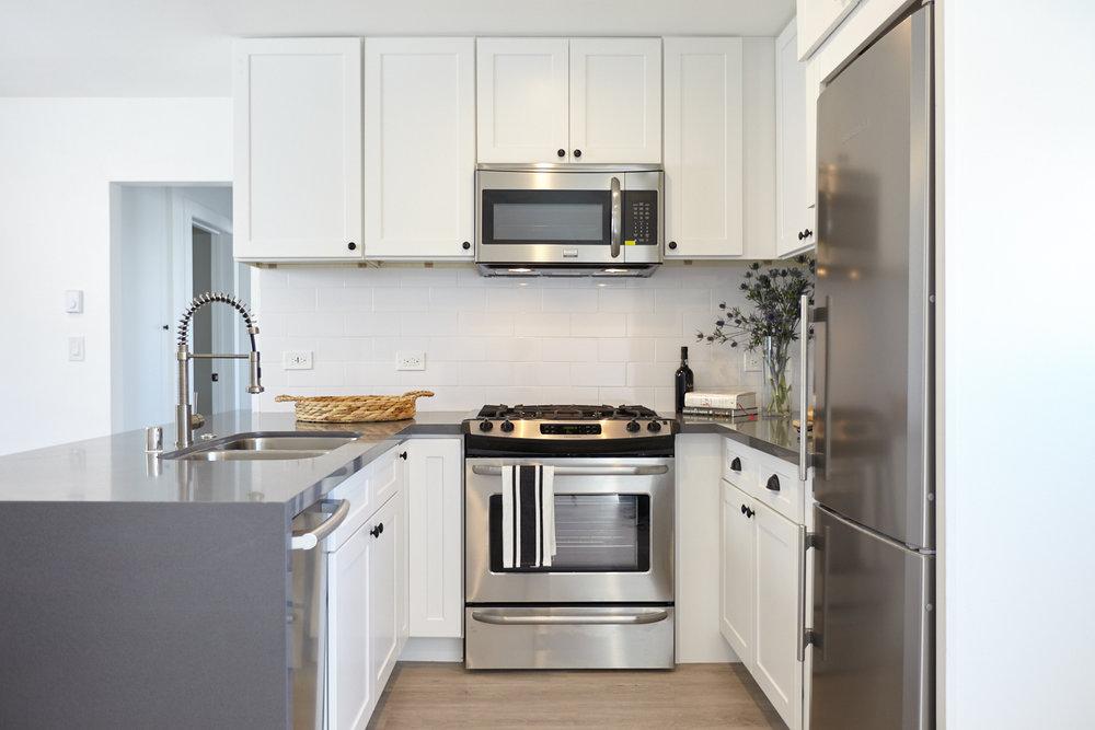 004-4th-St-Unit9-Kitchen-Straight-On-1500x1000.jpg