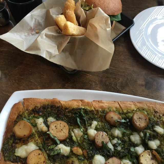 v-eats-artichoke-pizza.jpg