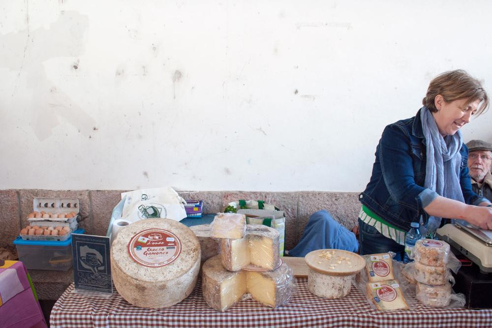 Cangas de Onís farmers market