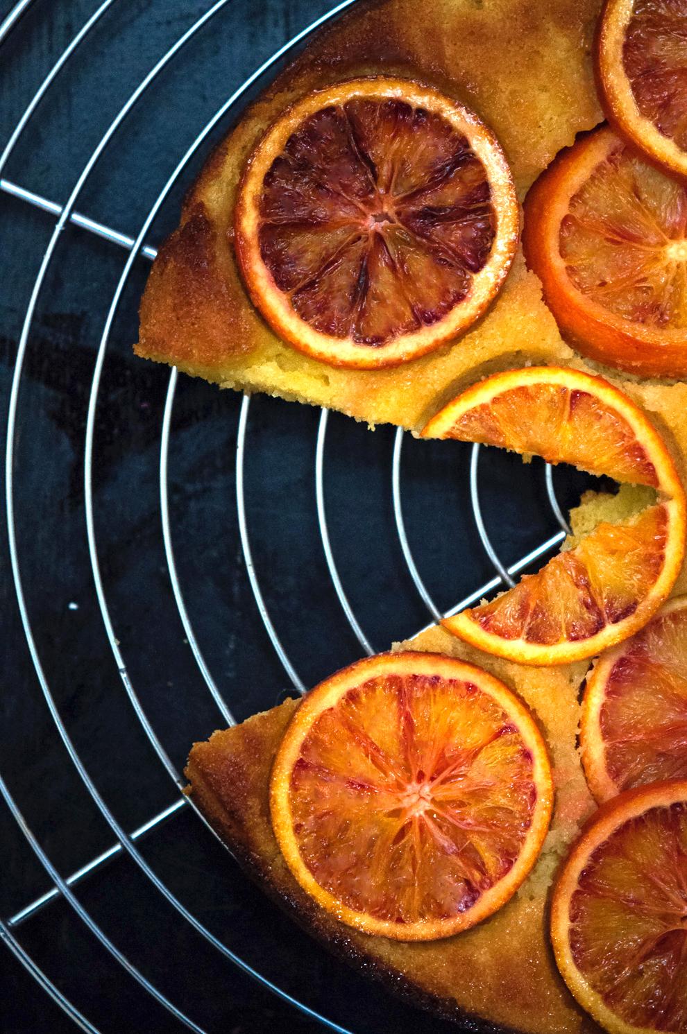 Blood orange, requeson and polenta cake | Monica R. Goya