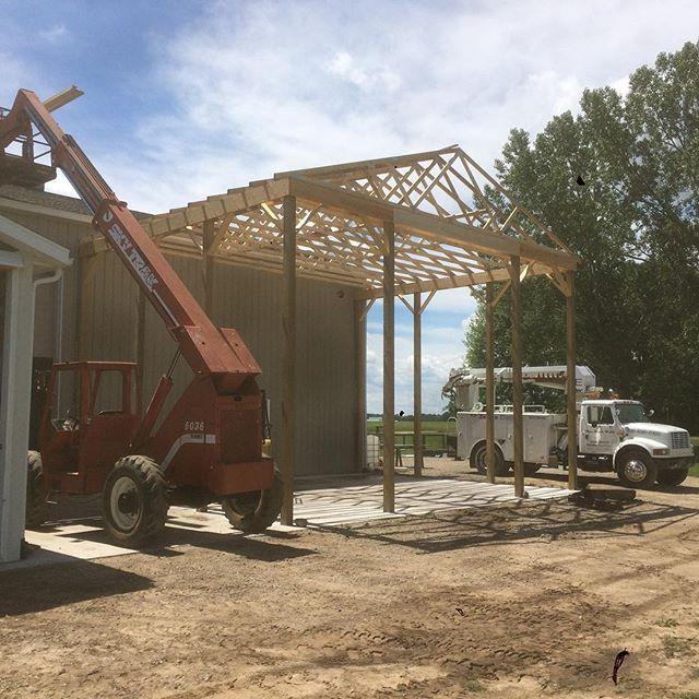 Setting trusses for the new picker barn! Progress! #puremittenhops #greatbeerstartshere