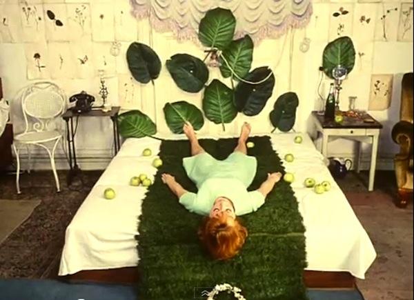 fashion-film-daisies--large-msg-133910235653