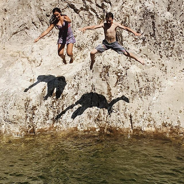 #water #river #jump #fear #shadow #shadows #france #summer #2018 #diplodocus #dino #dinosaur #dinosaurs #youth