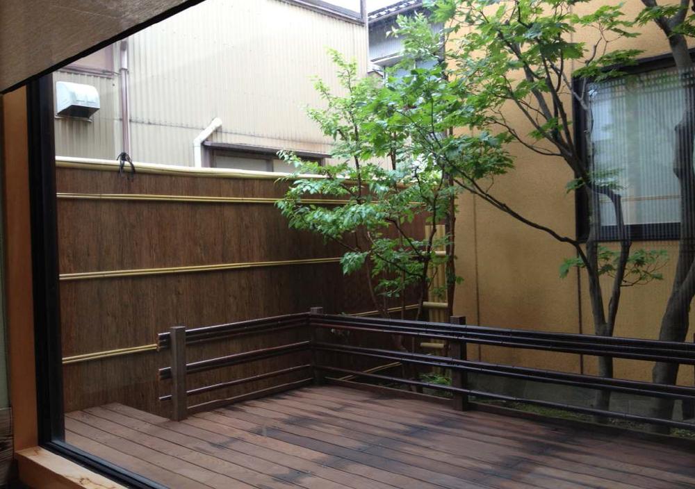 WEB EAB Fencing facade.jpg