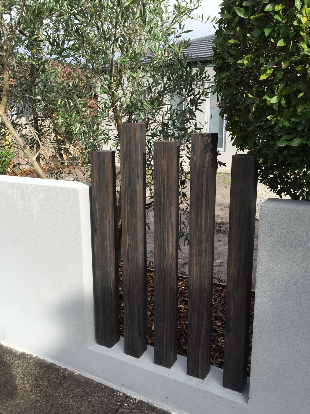 100 x 100 Ever Art Wood posts in Burakku Eboni. Design: Kihara Landscapes, Victoria.