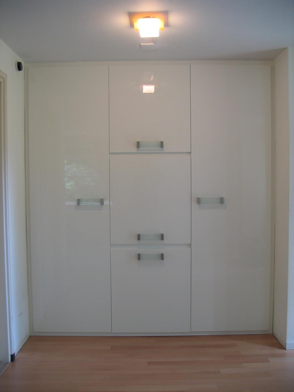 hang-/legkast in hoogglans wit gespoten mdf