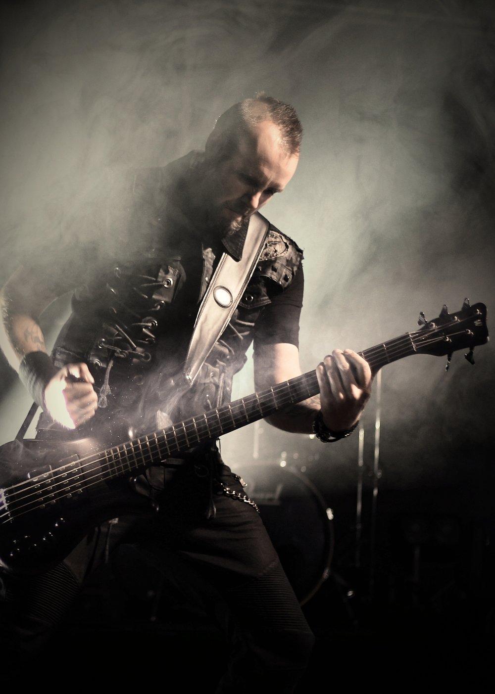 Lars - Bass