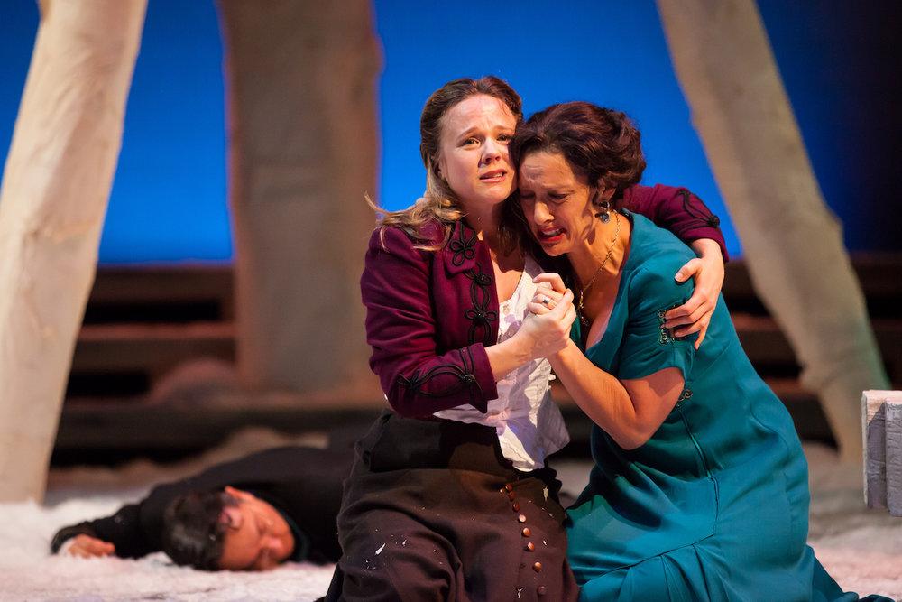 Hamlet:  Lenne Klingaman as Hamlet, Mare Trevathan as Gertrude, Rodney Lizcano as Polonius. (Photo credit Jennifer Koskinen)
