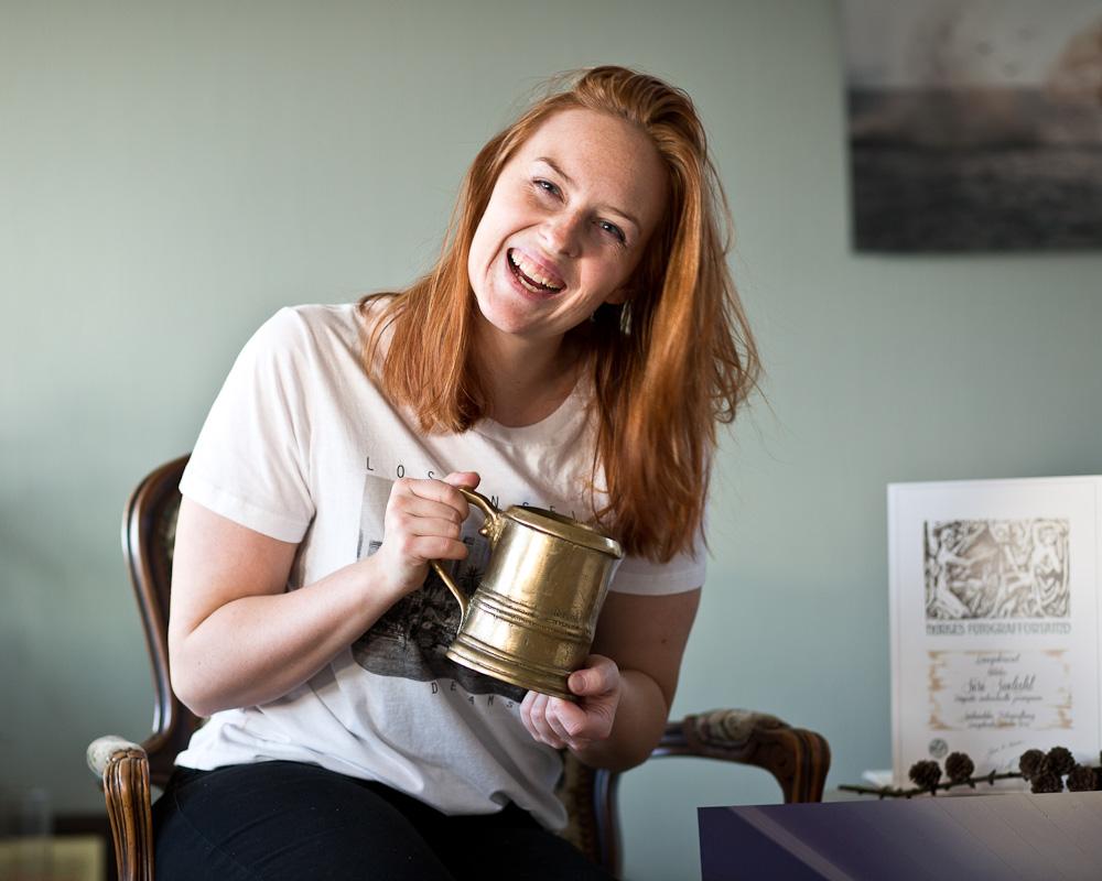 Siri Sødahl fra Kristiansand viser frem i glede laugs kruset