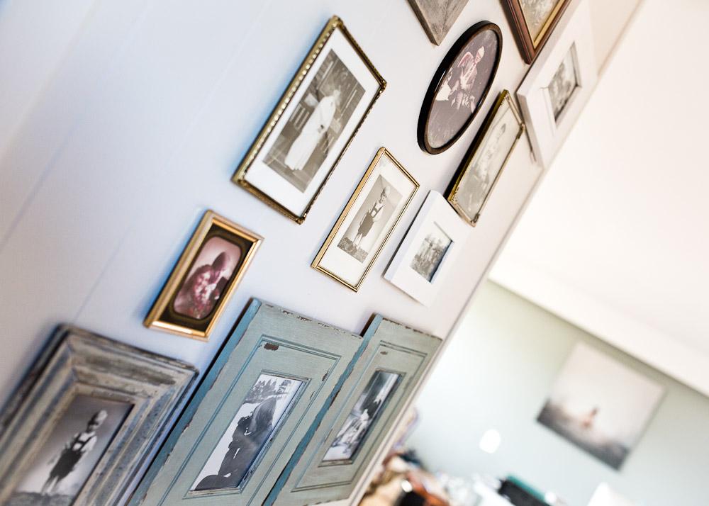 gamle bilder på vegg