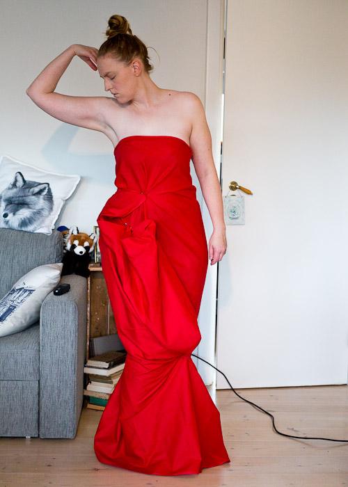 cocktail kjole fra et stykke stoff