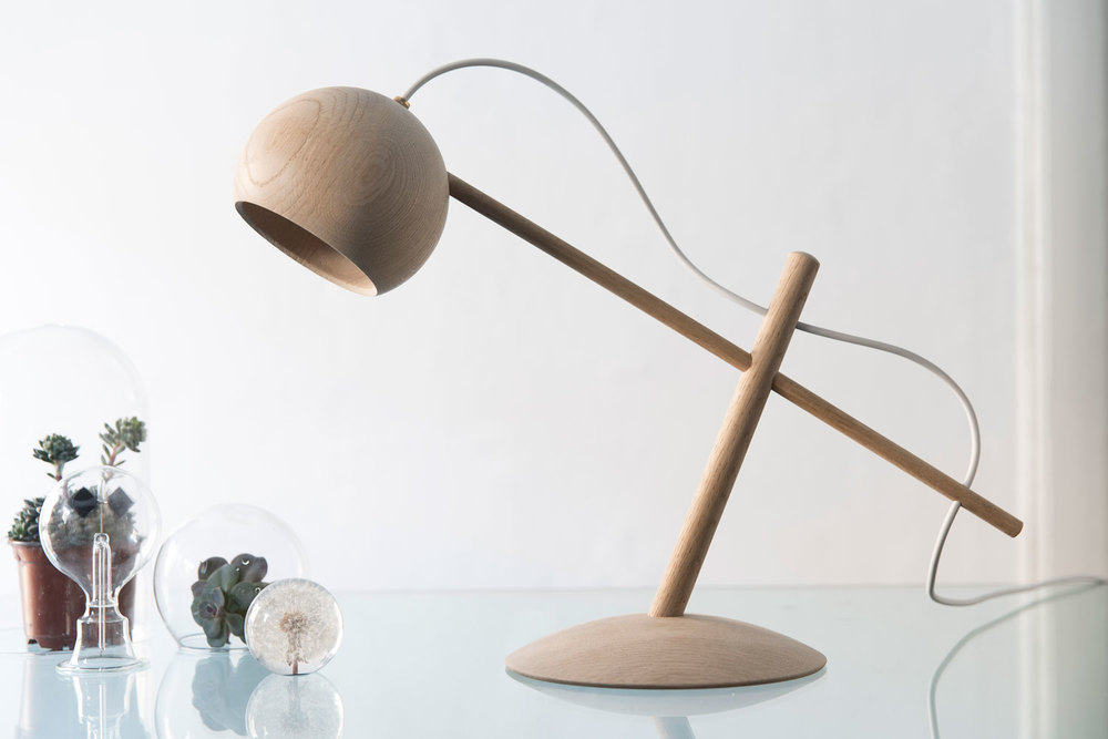 Lune_desk_lamp_02.jpg
